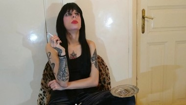 Beth Kinky - Smoking Domina