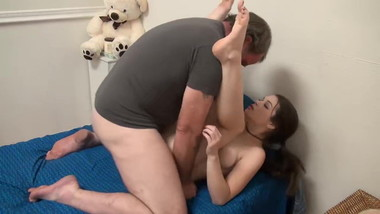 Nice feet Girl gets fucked ...