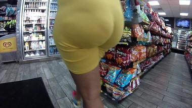 I bet that pussy stank big azz in spandex
