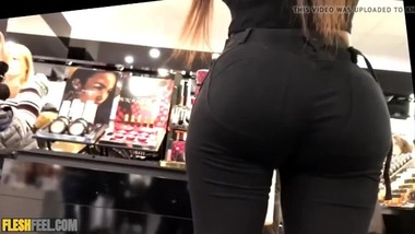 phat round ass in leggings