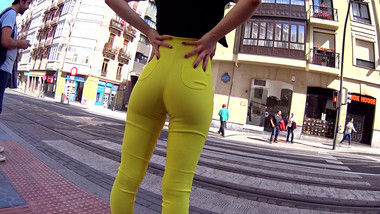 Hot teen shows cameltoe in public in yellow tight pants