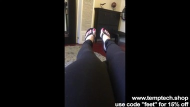 My latina girlfriend sent me a video of her toes - Foot Fetish