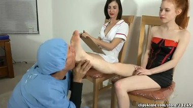 FEET WORSHIP THREESOME