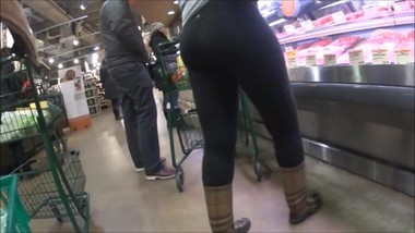 Lululemon Yoga Pants Shopping in Public