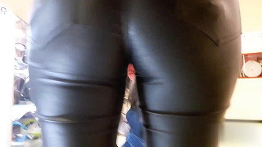 MOMMY IN LEATHER PANTS