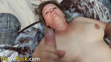 This MILF Mommy give me hot wanking off