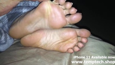 (Real) My co-worker recorded his wife's sleepy feet for $100 - Foot Fetish