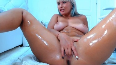 Teen with big tits loves to SQUIRT