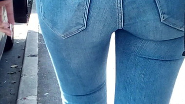 Sexy tight blue jeans AC