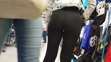 Voyeur leggings sexy ass french