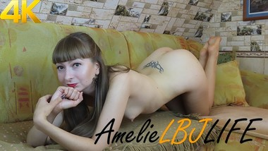 AmelieLBJlife loves to play with her pussy - 4K