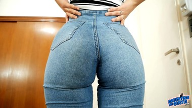 AMAZING Teen ASS in Super Tight Jeans And Perfect Cameltoe!