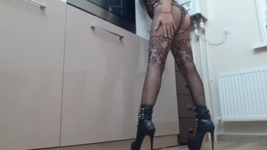 Lady in high boots its ready for play, Foot fetish